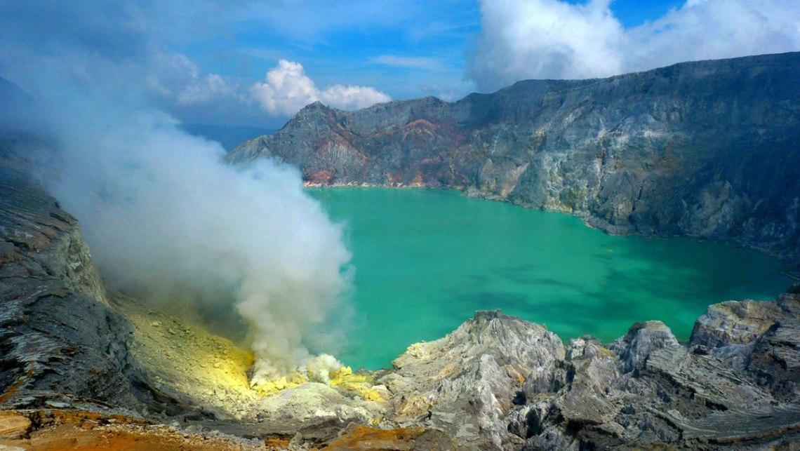 Kawah-Ijen-Blue-Fire-Banyuwangi