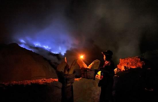 Paket-Wisata-Kawah-Ijen-Blue-fire